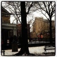 2/11/2013 tarihinde Aileen A.ziyaretçi tarafından St. Mark's Church in the Bowery'de çekilen fotoğraf