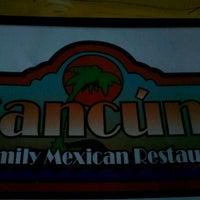 Foto tomada en Cancun's Restaurant por Luke B. el 9/15/2012