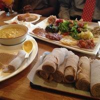 Снимок сделан в Desta Ethiopian Kitchen пользователем Rohit A. 5/6/2013