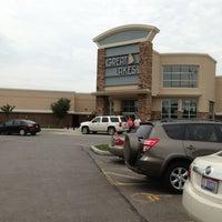 Photo prise au Great Lakes Mall par Ashlee F. le6/12/2013