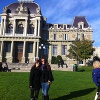 Das Foto wurde bei Esplanade de Montbenon von Maraki T. am 10/13/2012 aufgenommen