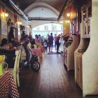 Foto scattata a Caffe Italia da Luda K. il 6/15/2013
