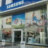 รูปภาพถ่ายที่ Çağdaş Holding Samsung Digital Plaza โดย Serhat C. เมื่อ 6/13/2013