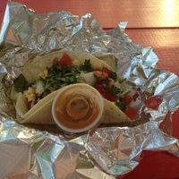 Foto tirada no(a) Art of Tacos por Alex H. em 4/5/2013