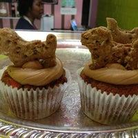 1/12/2013にStacy M.がOMG!!! Cup & Cakesで撮った写真