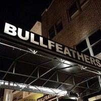 Das Foto wurde bei Bullfeathers von Gary T. am 6/18/2013 aufgenommen