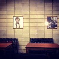 Foto diambil di John White cafe oleh Johngwon pada 3/1/2014