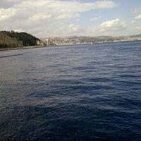 Das Foto wurde bei Yeniköy Sahili von Neslihan K. am 3/10/2013 aufgenommen