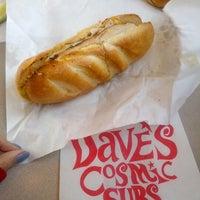 Das Foto wurde bei Dave's Cosmic Subs von Soowan P. am 1/26/2013 aufgenommen