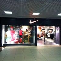 Снимок сделан в Дисконт-центр Nike пользователем Anya M. 7 12 2013 ... c5afb78fc27