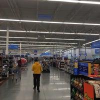 รูปภาพถ่ายที่ Walmart Supercenter โดย Juan E. เมื่อ 1/3/2018