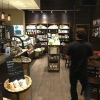 Foto tirada no(a) Starbucks por Juan E. em 5/24/2013
