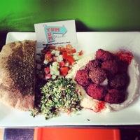 Foto diambil di Taïm Falafel and Smoothie Bar oleh TheYumYum F. pada 4/23/2014