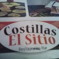 Foto diambil di Costillas El Sitio oleh Jonathan R. pada 4/12/2013