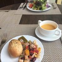 9/27/2017 tarihinde Booziyaretçi tarafından Slovianskyi restaurant'de çekilen fotoğraf