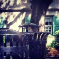 Foto tirada no(a) Cougar Mall, College of Charleston por Matches M. em 10/10/2012