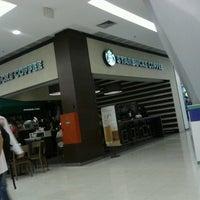 Das Foto wurde bei Starbucks von Marcos F. am 4/5/2013 aufgenommen