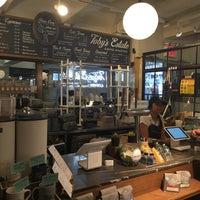 Foto tomada en Toby's Estate Coffee por kazu el 6/4/2018