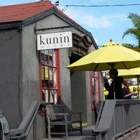 Das Foto wurde bei Kunin Wines Tasting Room von Theresa B. am 5/18/2015 aufgenommen