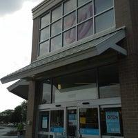 รูปภาพถ่ายที่ Walgreens โดย Kelly G W. เมื่อ 9/6/2013