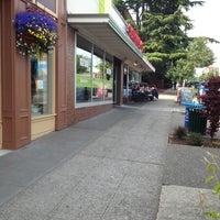 Foto diambil di Seattle Fish Company oleh Kenn C. pada 6/16/2013