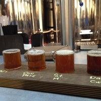 Foto tirada no(a) West Flanders Brewing Company por Caitlyn R. em 10/18/2012