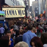 Foto tirada no(a) Broadway Theatre por Arzu K. em 5/28/2013