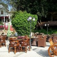 Foto scattata a Desde Cafe & Restaurant da Murat E. il 5/1/2013