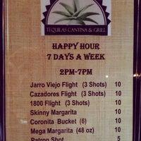 Снимок сделан в Tequilas Cantina and Grill пользователем Carlos R. 5/22/2013