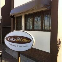 รูปภาพถ่ายที่ Cake And Coffee โดย Carolina paz Z. เมื่อ 9/25/2013