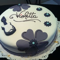 รูปภาพถ่ายที่ Cake And Coffee โดย Carolina paz Z. เมื่อ 9/28/2013