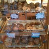11/29/2012 tarihinde Doug S.ziyaretçi tarafından Arizmendi Bakery'de çekilen fotoğraf