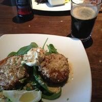 Photo prise au 5th View Bar & Food par aer le5/17/2013
