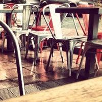 Das Foto wurde bei SWT Cafe von Coşkun Ö. am 2/23/2013 aufgenommen