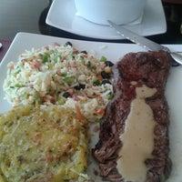 Foto tirada no(a) Sobreiro Restaurante por Gelson K. em 7/14/2013