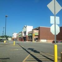 Foto tomada en Walmart Supercenter por Joey M. el 8/11/2013