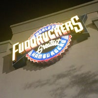รูปภาพถ่ายที่ Fuddruckers โดย DjFolly O. เมื่อ 3/12/2013