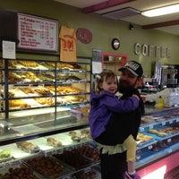 Das Foto wurde bei Sweetwater's Donut Mill von saintshane am 4/22/2013 aufgenommen