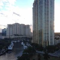 Foto diambil di Riverside Hotel oleh Vanessa P. pada 11/17/2012