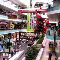 รูปภาพถ่ายที่ Athens Metro Mall โดย Tasos A. เมื่อ 5/2/2013