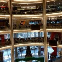 Photo prise au Emporium Pluit Mall par Cluelinary le12/29/2013