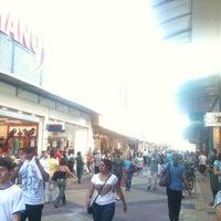 10/15/2012 tarihinde Lucas B.ziyaretçi tarafından Calçadão da Rua Sete'de çekilen fotoğraf