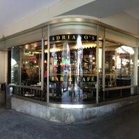 Photo prise au Adriano's Bar & Café par Uwa S. le7/11/2013
