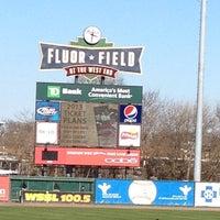 2/24/2013 tarihinde Angela T.ziyaretçi tarafından Fluor Field at the West End'de çekilen fotoğraf