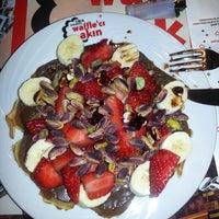 3/1/2013 tarihinde Demet K.ziyaretçi tarafından Waffle'cı Akın'de çekilen fotoğraf
