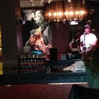Photo prise au Alleycatz Live Jazz Bar par Emma le4/18/2013