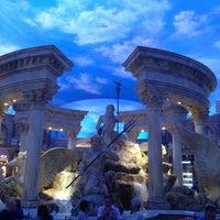 4/25/2013 tarihinde Mike C.ziyaretçi tarafından Festival Fountain - The Forum Shops at Caesars Palace'de çekilen fotoğraf