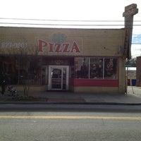 Foto tomada en Grant Central Pizza por Kyle S. el 1/26/2013