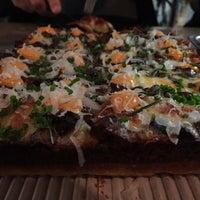 Foto tirada no(a) Descendant Detroit Style Pizza por Jamie B. em 1/9/2017
