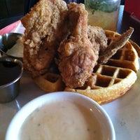 12/22/2012 tarihinde Shaun K.ziyaretçi tarafından Neely's BBQ Parlor'de çekilen fotoğraf